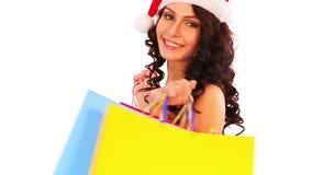 Weihnachtsverkauf für Einkaufsfrau in Sankt-Hut, der Tasche hält stock footage