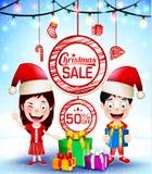 Weihnachtsverkaufs-Plakat mit Geschenken und glückliche Kinder vector die Charaktere, die Santa Hat Vector Illustration tragen Lizenzfreie Stockfotografie