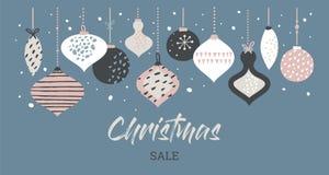 Weihnachtsverkaufsfahnen-Schablonentypographie mit Weihnachtsbällen, für Verkaufsflieger, Plakat, Netzfahne und Grußkarte stock abbildung