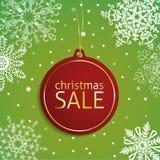 Weihnachtsverkaufsumbau auf einem schneebedeckten Hintergrund Lizenzfreie Stockfotografie