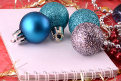 Weihnachtsverzierung mit Perlen, Karte des neuen Jahres Lizenzfreies Stockbild