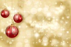 Weihnachtsverzierungen auf einem Goldhintergrund Stockfotografie