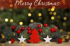 Weihnachtsverzierungen auf Tabelle, Lichter bokeh Hintergrund Lizenzfreies Stockbild