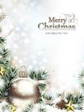 Weihnachtsverzierungen im Schnee mit Tannenzweigen und Kiefern-Kegeln Lizenzfreie Stockfotografie