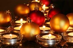 Weihnachtsverzierungen, Kerzen Stockbild