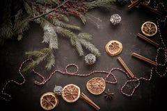 Weihnachtsverzierungs- und -detailvorbereitung für den Feiertag Lizenzfreie Stockbilder