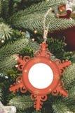 Weihnachtsverzierungsball-Bilderrahmen Stockbild