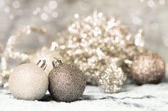Weihnachtsverzierungsgold und -silber Stockfoto