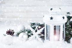 Weihnachtsweißlaterne Stockfotografie