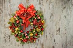 WeihnachtsWreath auf hölzernem Hintergrund Lizenzfreie Stockfotografie