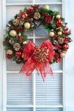 WeihnachtsWreath auf Tür Stockfoto