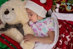 Weihnachtszeit-Mädchen-Träumen stockbilder