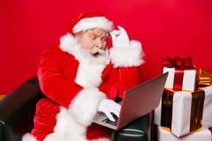 Weihnachtszeit noel Dezember Stilvolles gelesenes Leser gealtertes reifes San lizenzfreie stockbilder