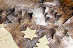 Weihnachtszuckerplätzchen-Formen Stockfoto