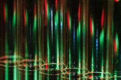 Weihnachtszusammenfassung: Vertikale Streifen des roten und grünen Lichtes, das einen Feiertags-Hintergrund bildet Lizenzfreie Stockbilder