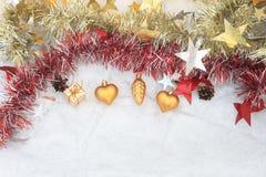 Weihnachtszusammensetzung auf einem Hintergrund des Eises Lizenzfreie Stockbilder