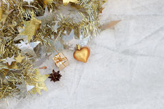 Weihnachtszusammensetzung auf einem Hintergrund des Eises Stockfoto