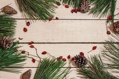 Weihnachtszusammensetzung auf Holztisch Lizenzfreie Stockfotografie