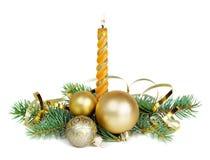 Weihnachtszusammensetzung mit einer brennenden Kerze Stockfoto