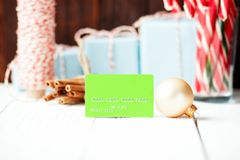 Weihnachtszusammensetzung neues Jahr Rabattkonzept-Grüncr verkaufend Stockbilder