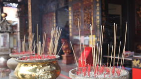 Weihrauch Joss Sticks Burning im Tempel 1080p stock video