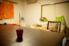 Weihrauch zur Vertuschung der Geruch des Raumes Dieses Bild wurde die Sommerzeit in Japan eingelassen In der Sommerzeit internati lizenzfreie stockfotos