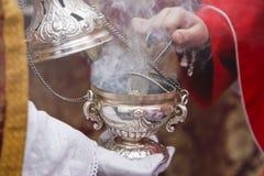 Weihrauchgefäß des Silbers oder des Alpakas, zum des Weihrauchs in der Karwoche zu brennen Stockfoto