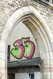 WEIMAR, GERMANY/EUROPE - 14 DE SETEMBRO: Grafittis em uma construção mim fotografia de stock