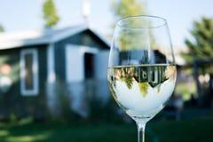 Wein auf dem Patio Lizenzfreie Stockbilder