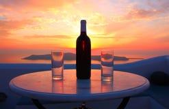 Wein auf Sonnenuntergang Stockbild