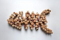 Wein bekorkt Fischschattenbild auf weißem Hintergrund stockfotografie