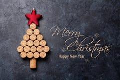 Wein bekorkt geformten Weihnachtsbaum stockbilder