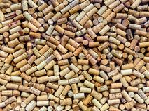 Wein bekorkt Hintergrund stockfotos
