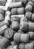 Wein bekorkt Hintergrund lizenzfreie stockfotografie