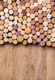 Wein bekorkt Hintergrund stockfoto