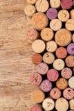 Wein bekorkt Hintergrund stockbild