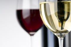 Wein in den Gläsern Stockfoto