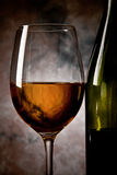 Wein an der Dunkelheit Lizenzfreie Stockfotos