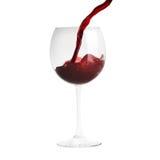 Wein, der in Weinglas gießt Lizenzfreie Stockfotografie