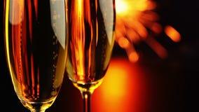 Wein durch das Glas und eine Wunderkerze