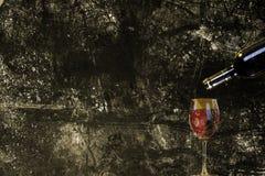 Wein in einer Flasche Stockfoto