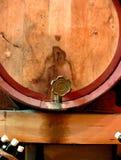 Wein-Faß und Hahn Lizenzfreie Stockfotos