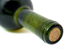 Wein-Flasche getrennt über weißem Hintergrund. Stockfoto