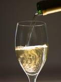 Wein gegossen Lizenzfreie Stockfotos