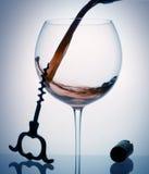 Wein gießen Lizenzfreie Stockfotos