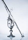 Wein glas auf Dampf des Wassers Stockfotos