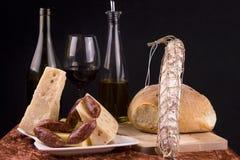 Wein-Käse-Wurst-Brot Stockfotos