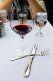 Wein mit dem Mittagessen Lizenzfreie Stockfotos