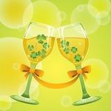 Wein mit Klee Stockbild