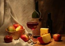 Wein und Äpfel Stockfotos